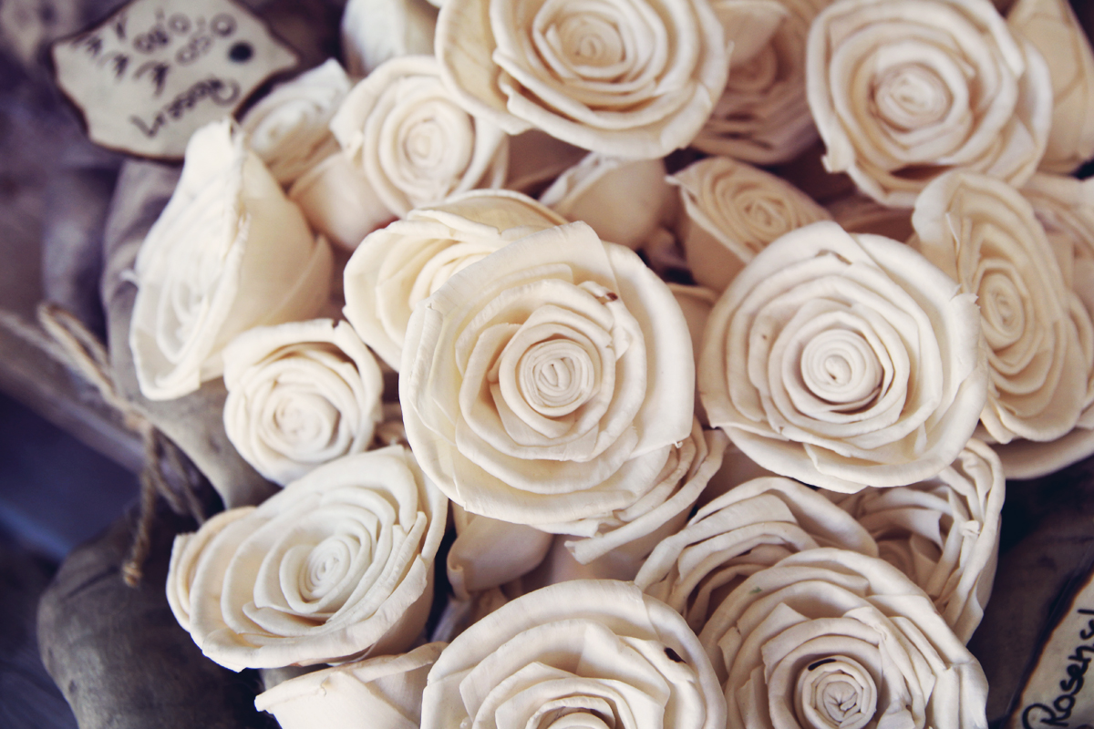 Rose-Weiß-Papier-Steinreich
