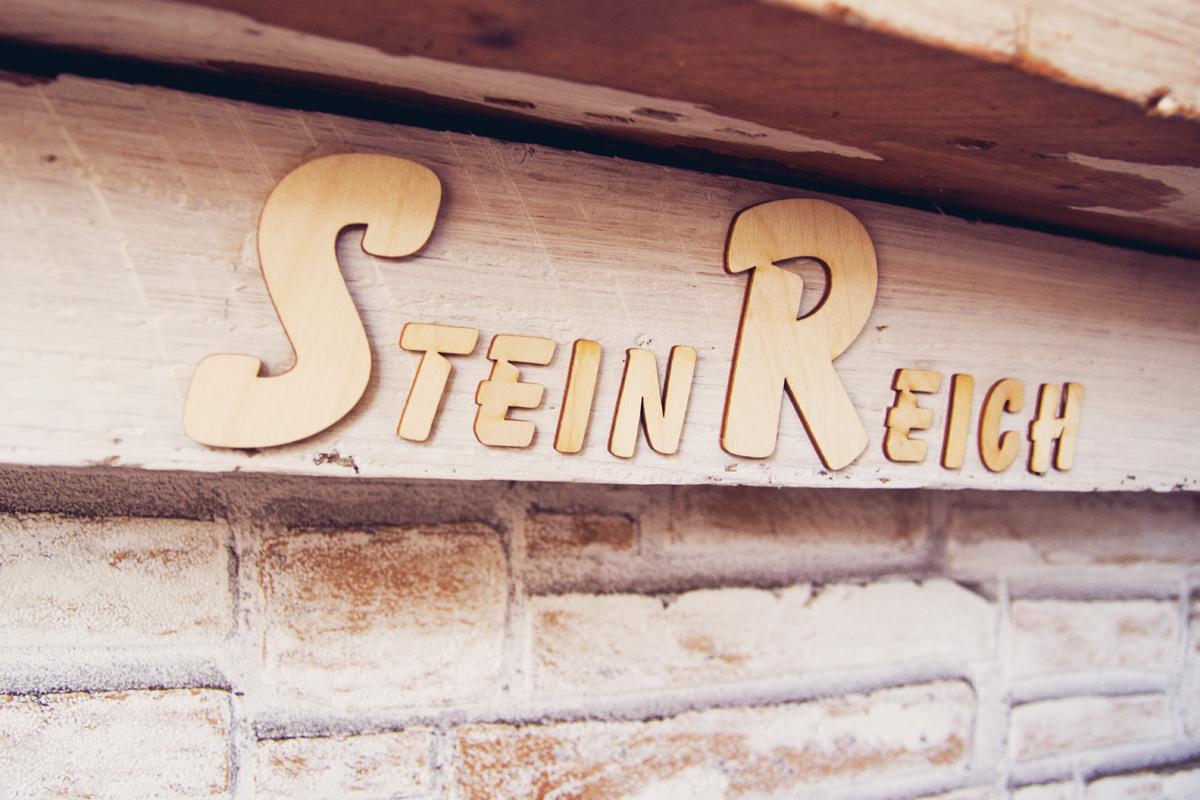 Steinreich-Schrift-Kamin