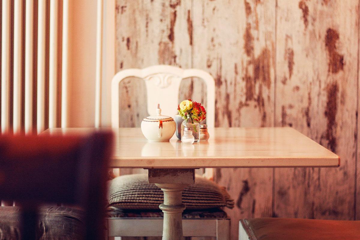 Entdecke das Café Fräulein Frieda in Neumünster. Dort gibt es ein köstliches Frühstück, hausgebackene Kuchen, Kaffee und DEN besten New York Cheesecake!