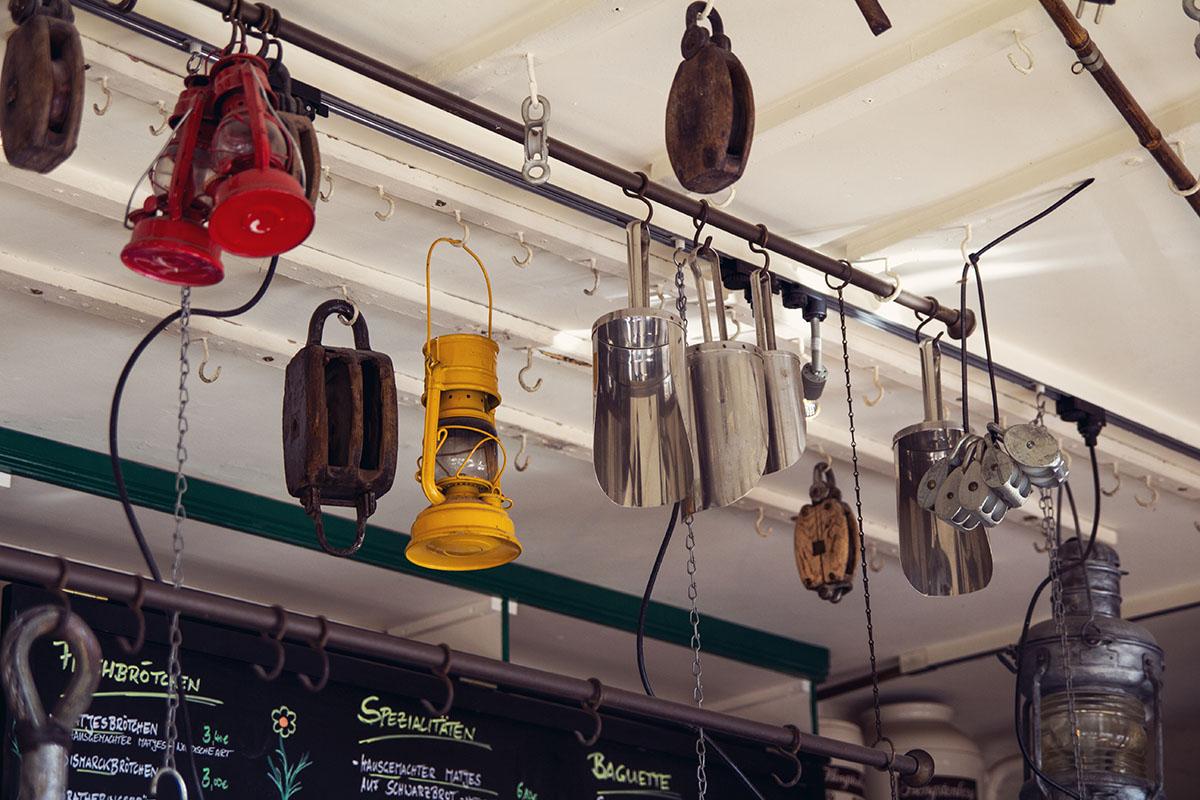 Tresen-Lampen-decke-schiffercafe-holtenau