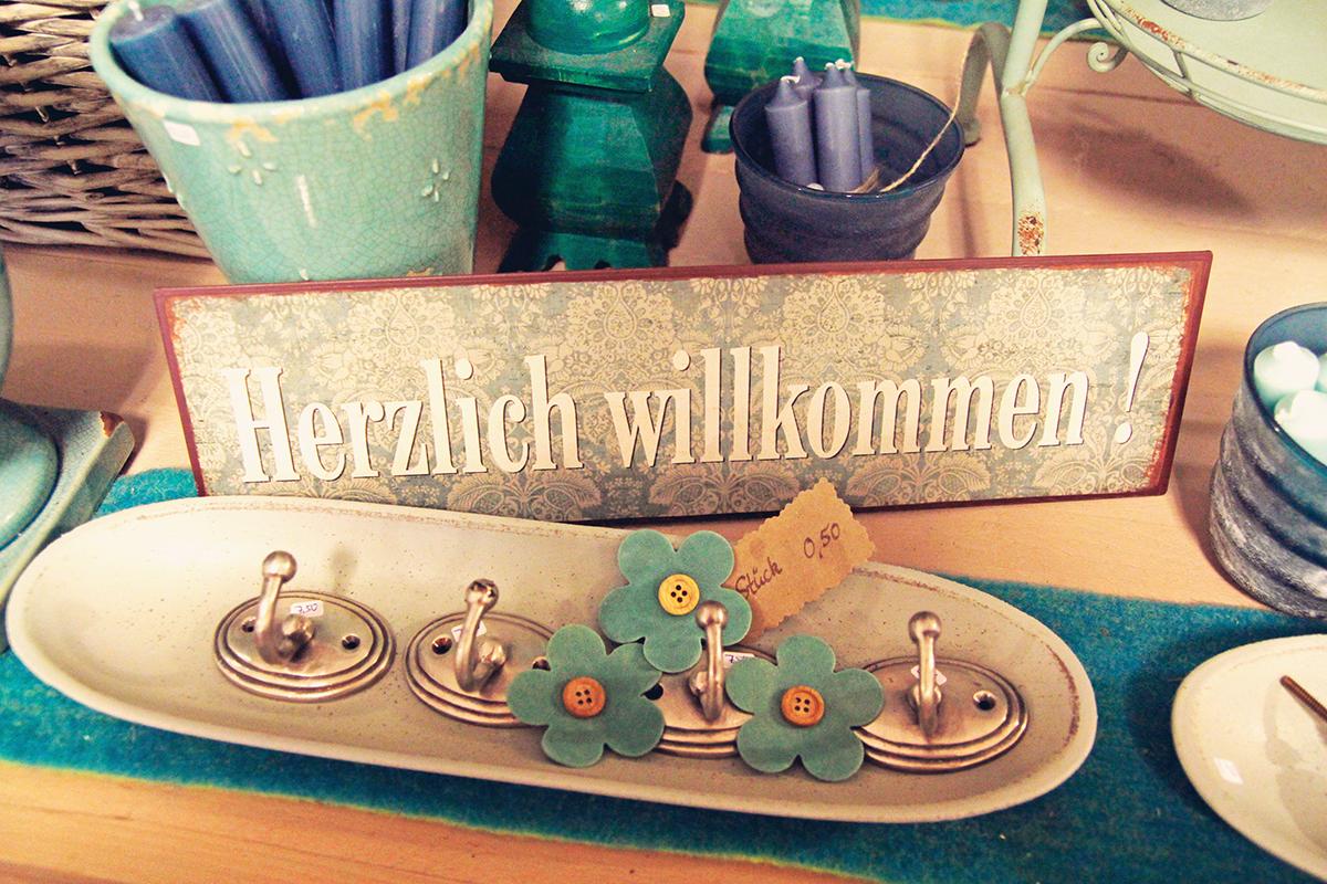Frauenzimmer-kiel-daenischenhagen-schild-herzlichwillkommen
