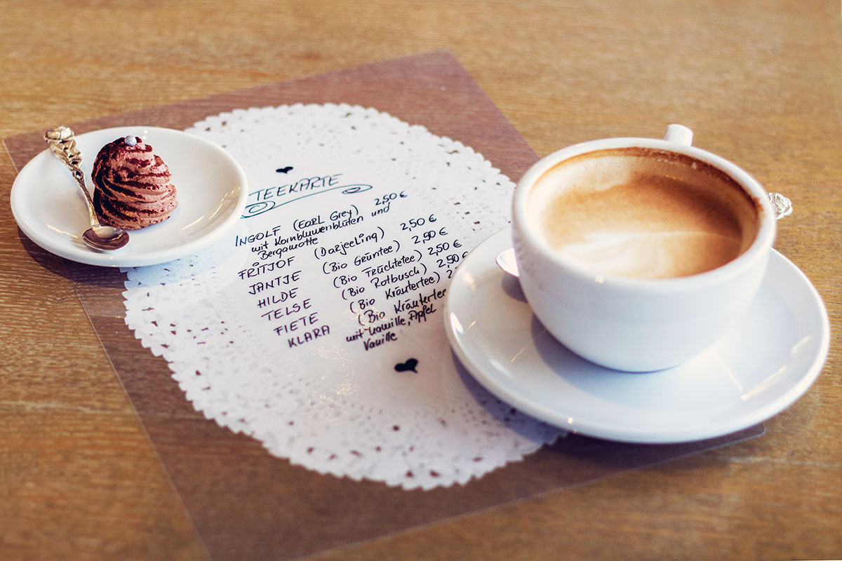 Cafeamkleinflecken-neumuenster-cappuccino-praline-kaffee