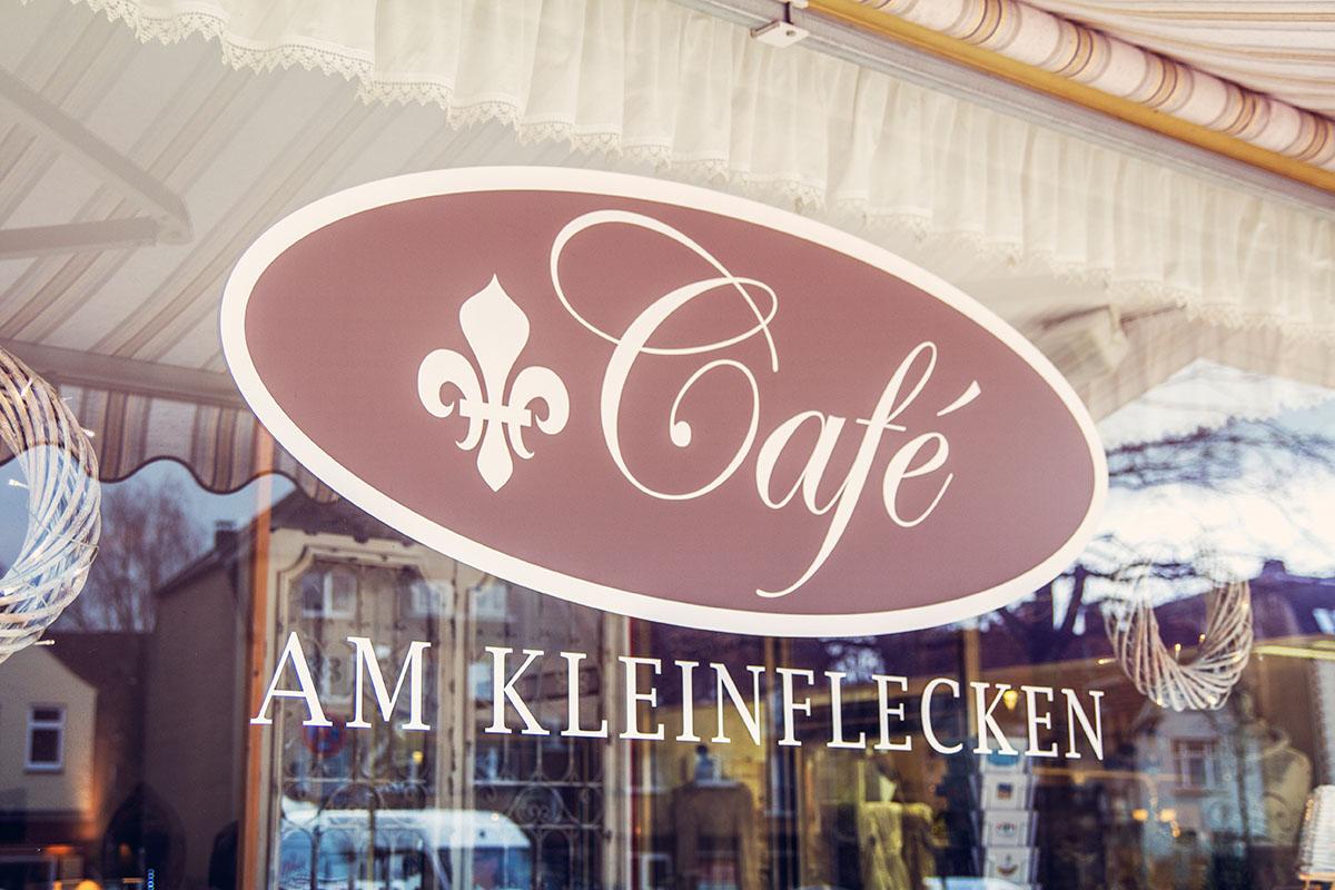 Cafeamkleinflecken-neumuenster-fenster-aussen