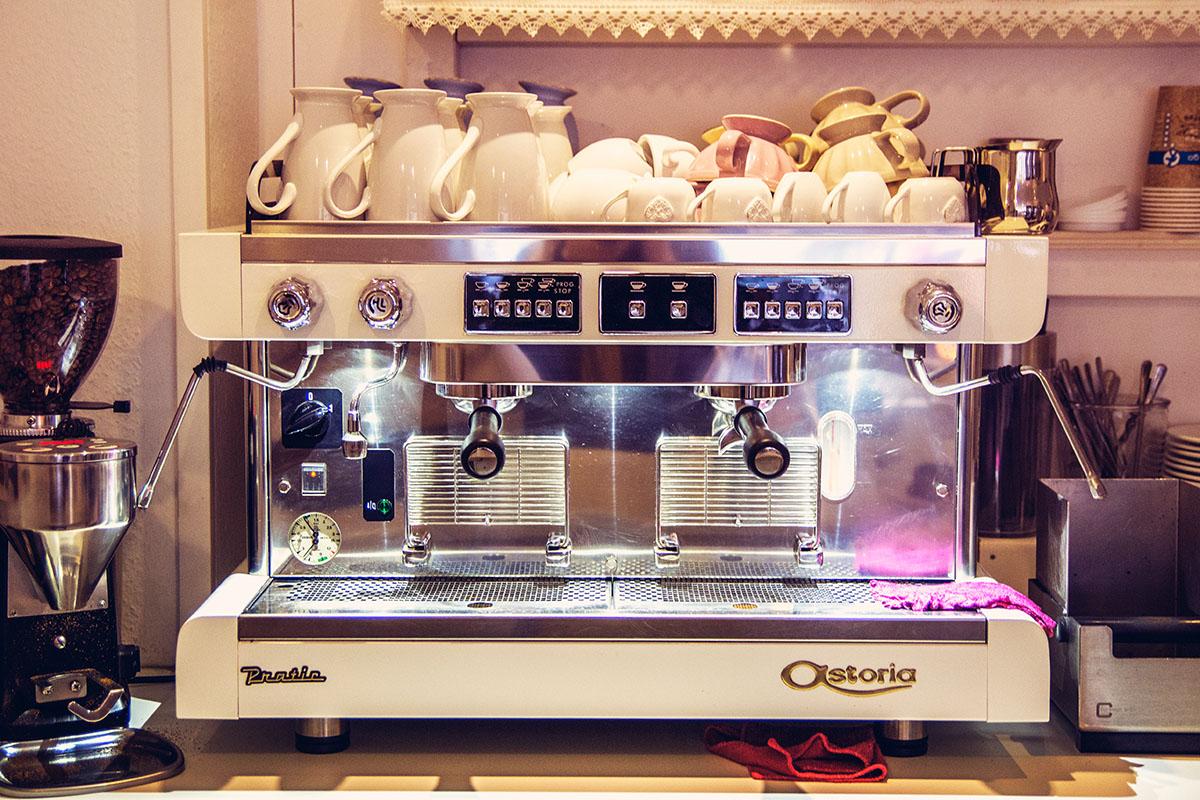 Cafeamkleinflecken-neumuenster-kaffeemaschine-kaffeeautomat
