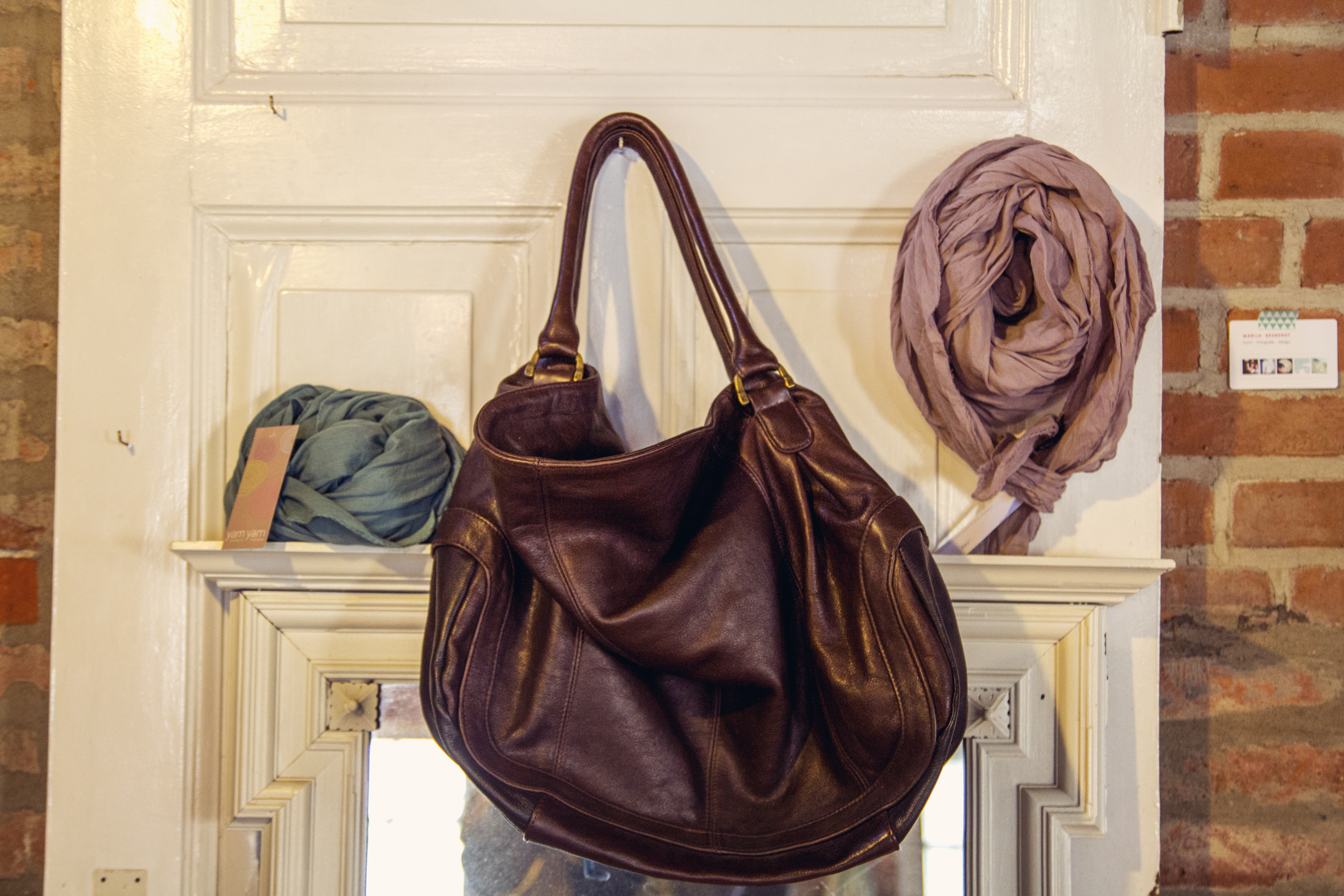 fachwerk13-daenischenhagen-braunehandtasche