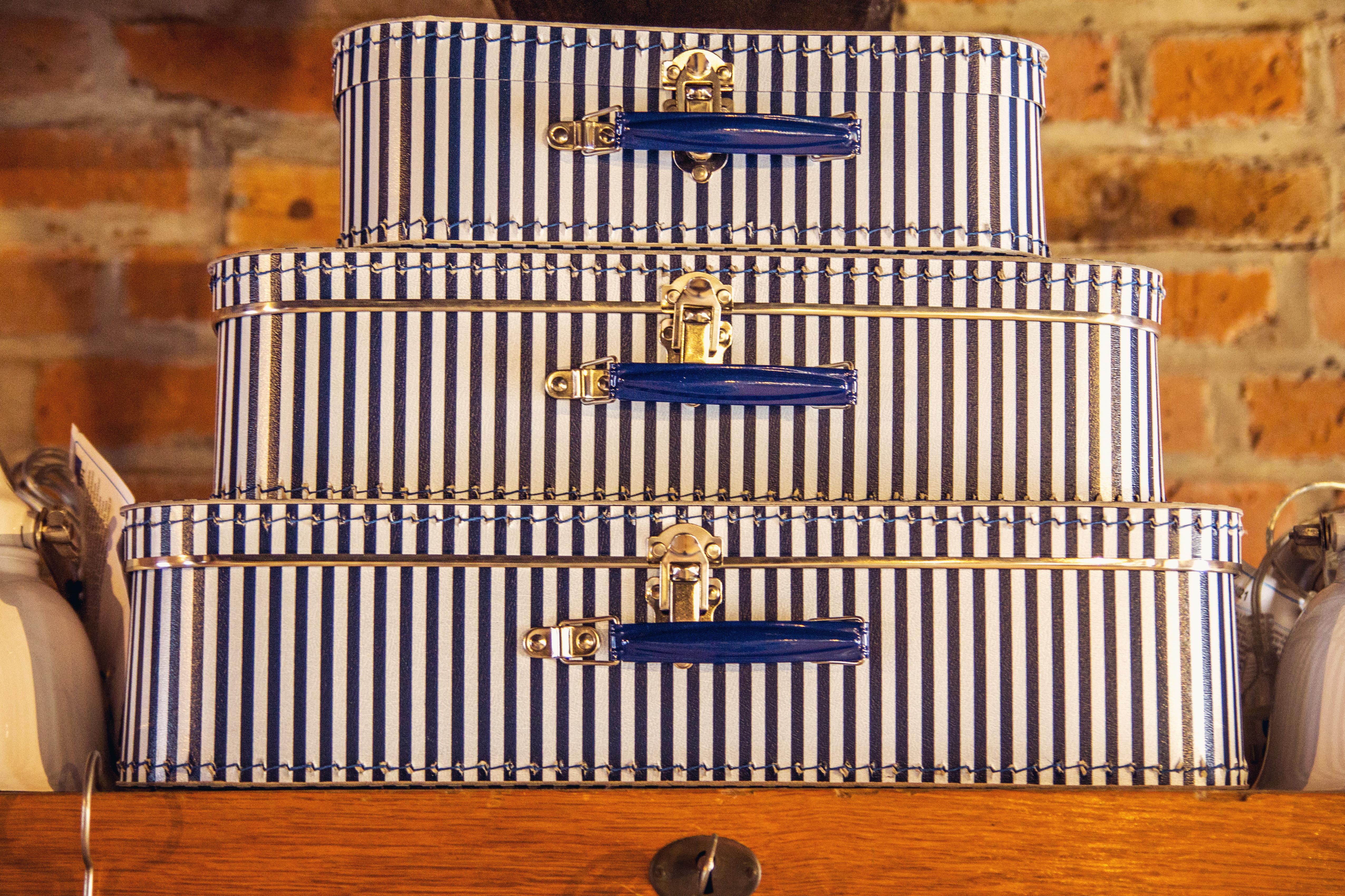 fachwerk13-daenischenhagen-koffer-weiss-blau
