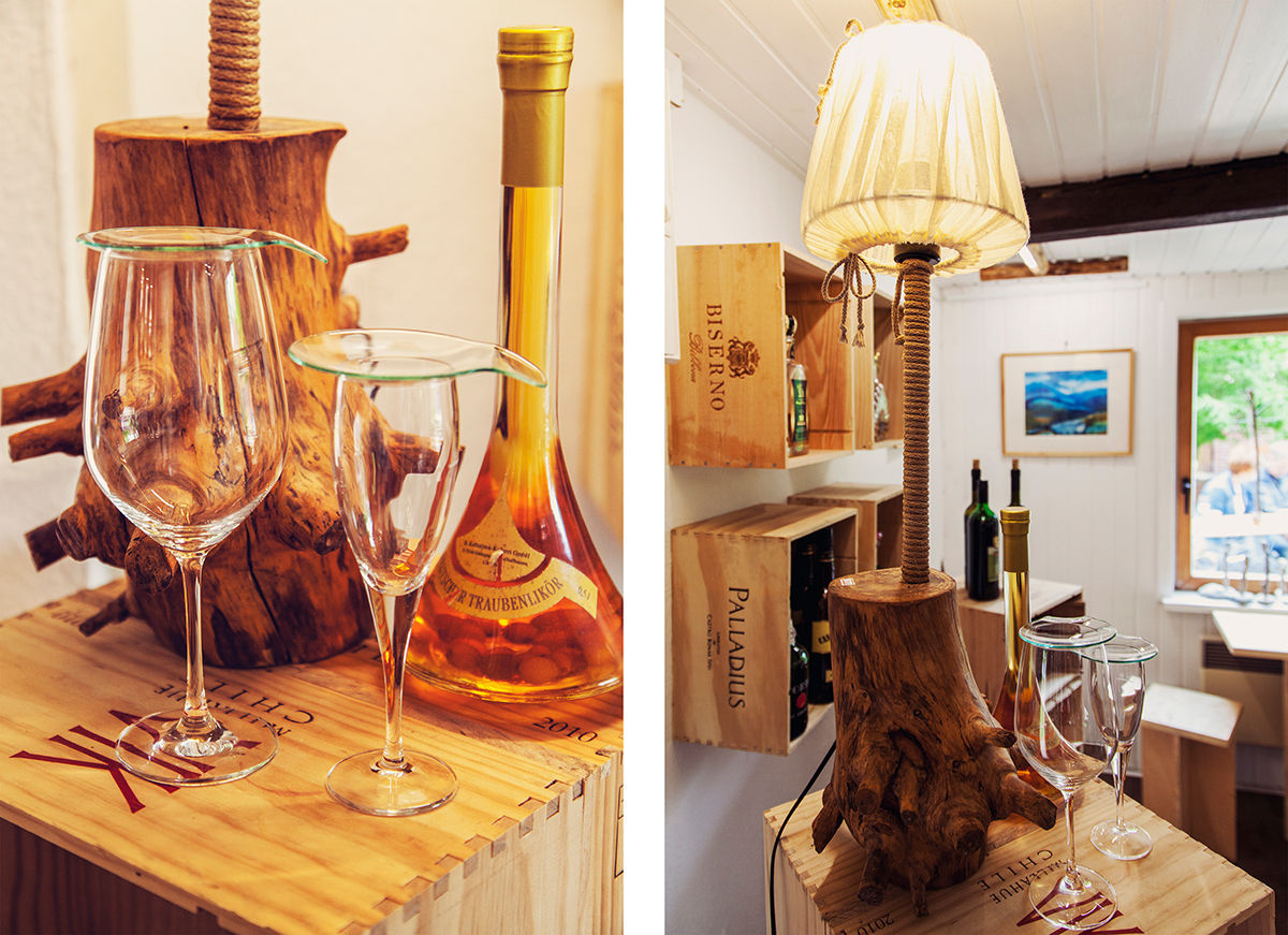 nahtur-design-bosau-weine-glasflaschen-lampe-holz-schirm-leinen