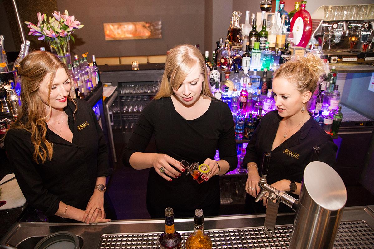 moralist-bar-kiel-foerdefraeulein-barmaids-mixen-finja