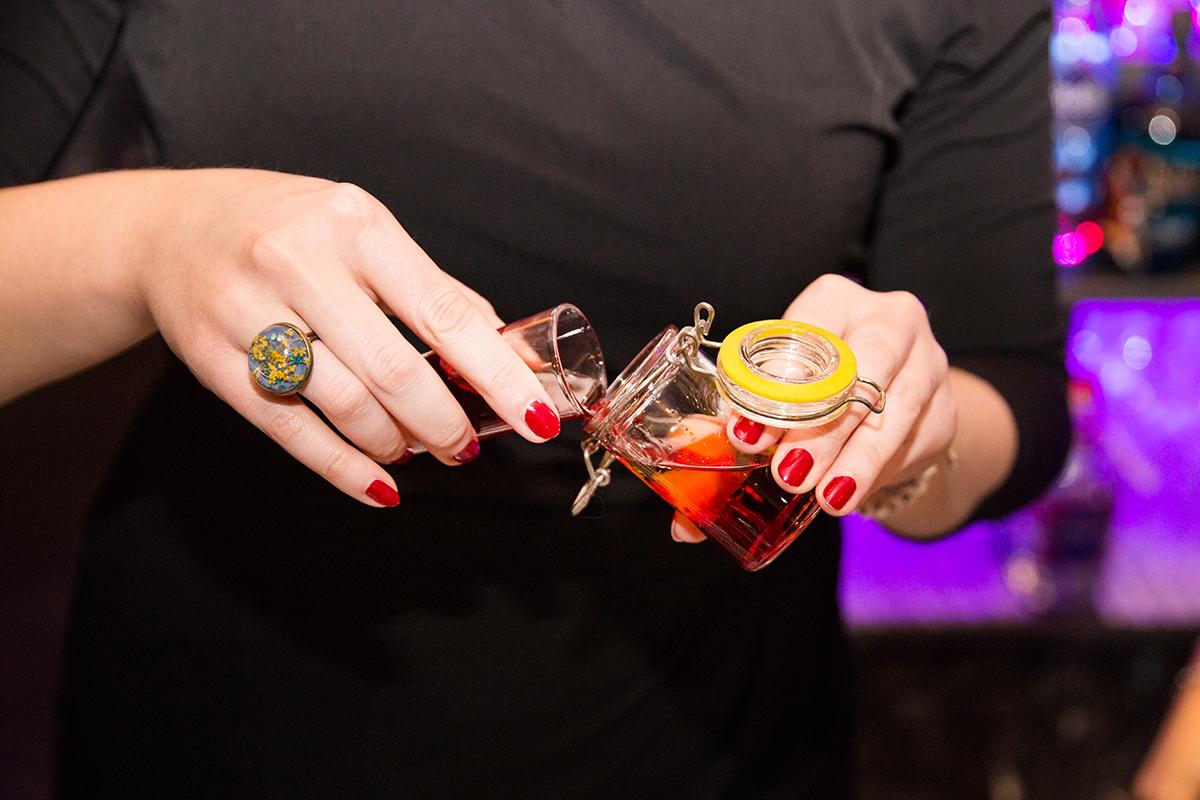 moralist-bar-kiel-foerdefraeulein-mixen-suessesfraeulein-shot-kurzer