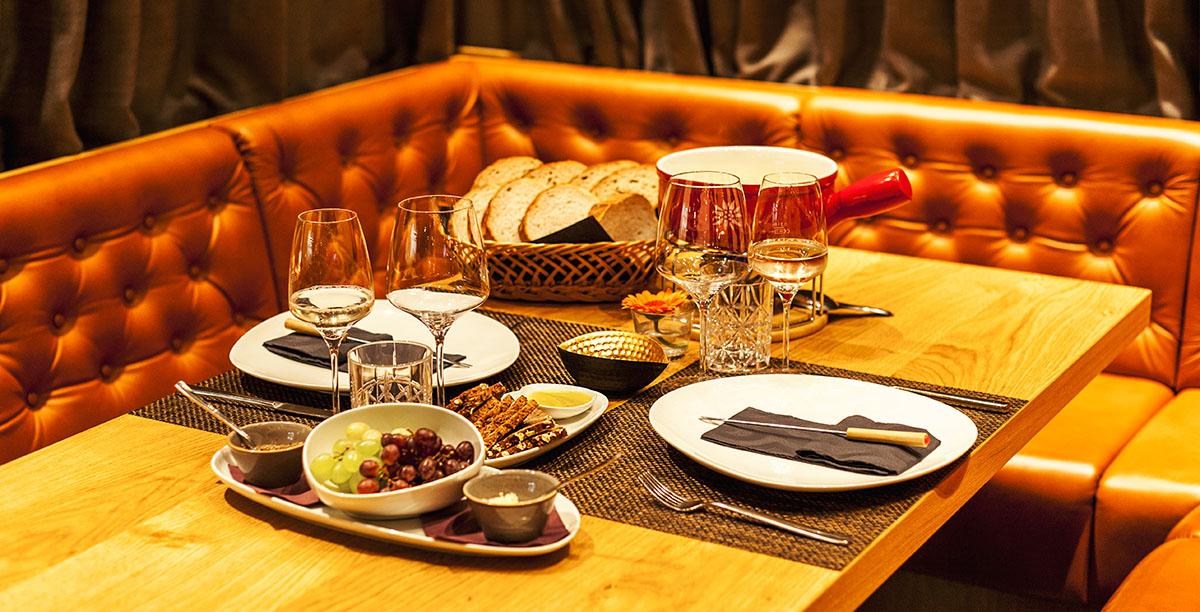 Entdecke Carls Hütte in Büdelsdorf: Restaurant mit Showküche, Bar und Vinothek