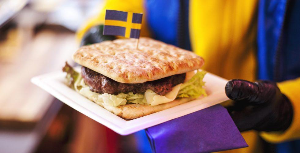 Schwedenhuette-Bude-Weihnachtsmarkt-Kiel-Elchburger-Koetbulla-waffel-heisseschokolade-nachhaltig-regional