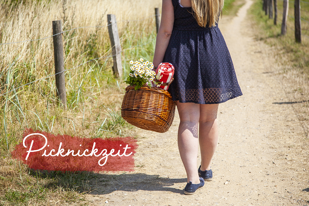 Begleite mich auf ein Leuchtturm-Picknick mit hella Mineralbrunnen in die wunderbare Natur und an den schönen Strand der kleinen Gemeinde Behrensdorf in der Hohwachter Bucht.