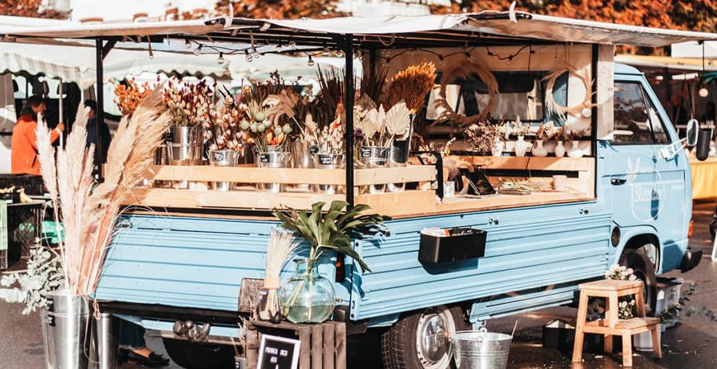 Marie's Blütenbar Kiel: Blumenwagen auf dem Wochenmarkt Blücherplatz