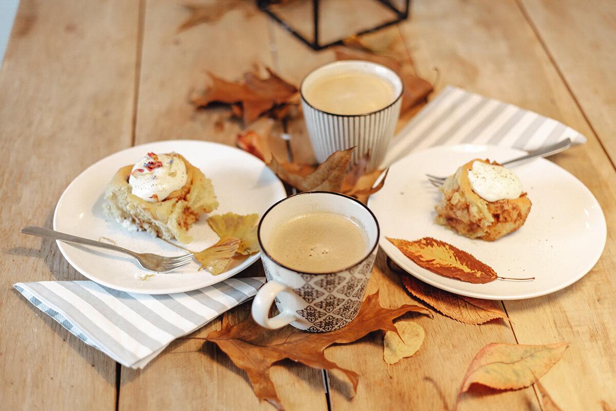 Zimtschnecken und Kaffee