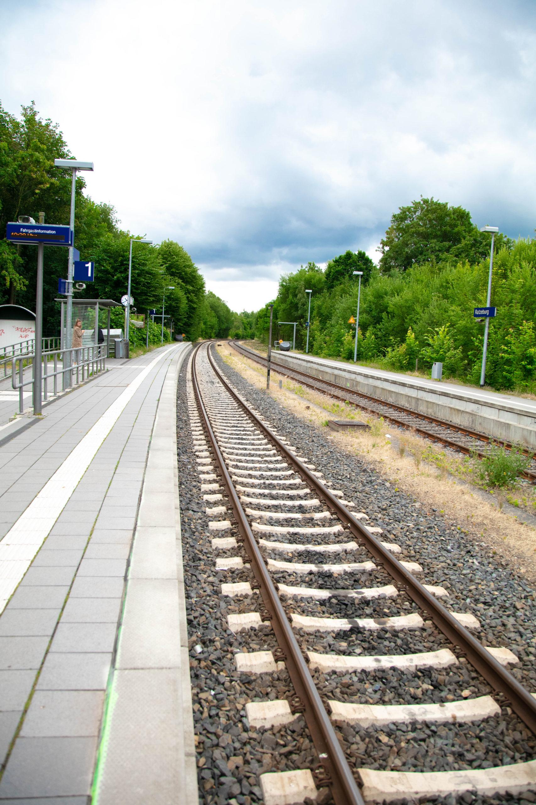 Zurzeit sind an den Bahnhöfen nur vereinzelt Menschen zu sehen