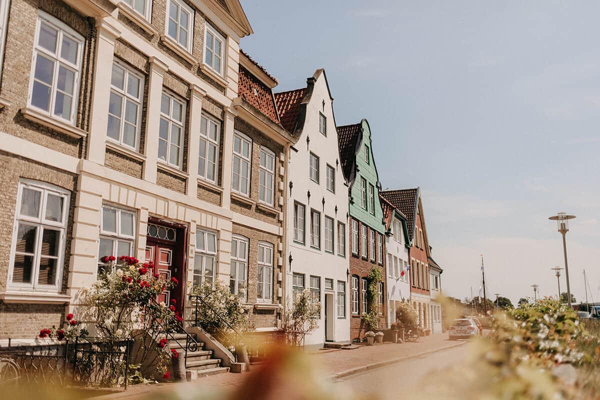 Häuserreihe am Hafen Glückstadt