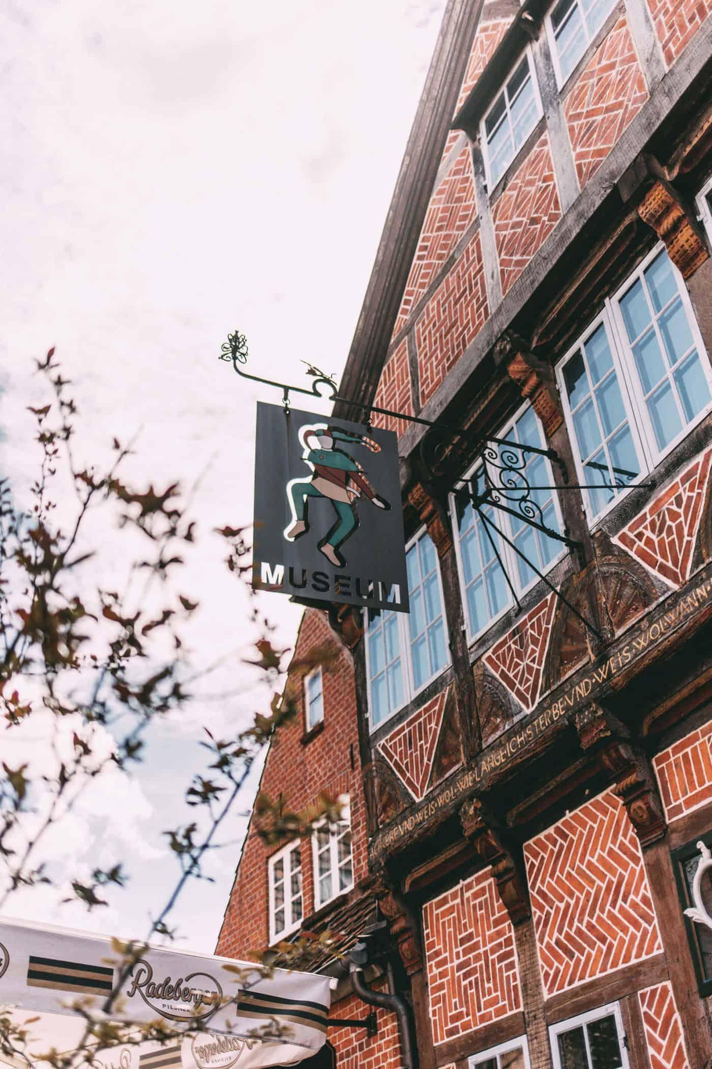 Schild Eulenspiegelmuseum