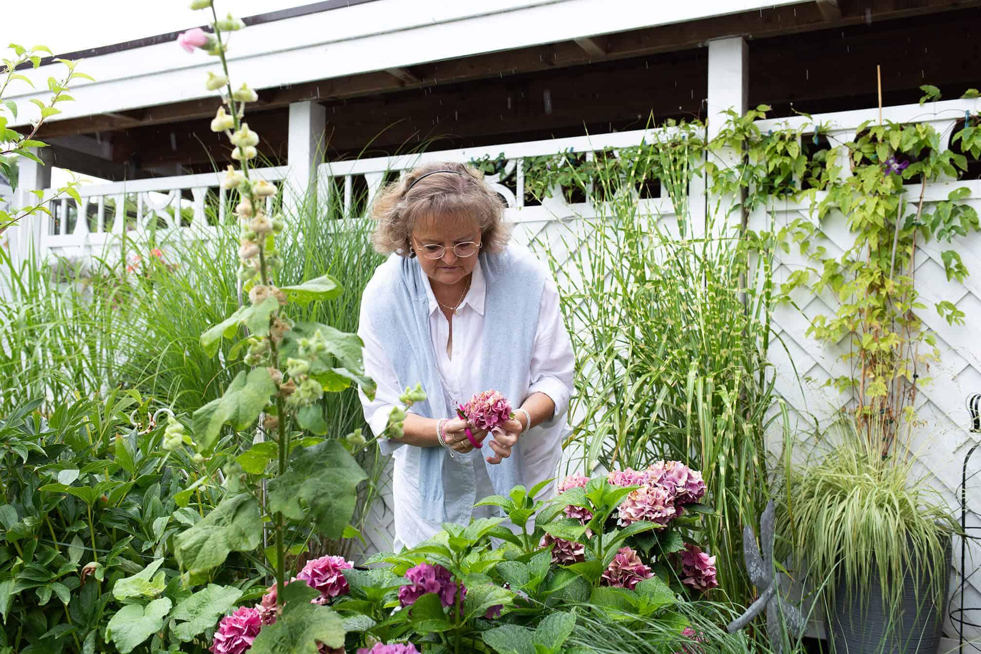 Bettina im Garten