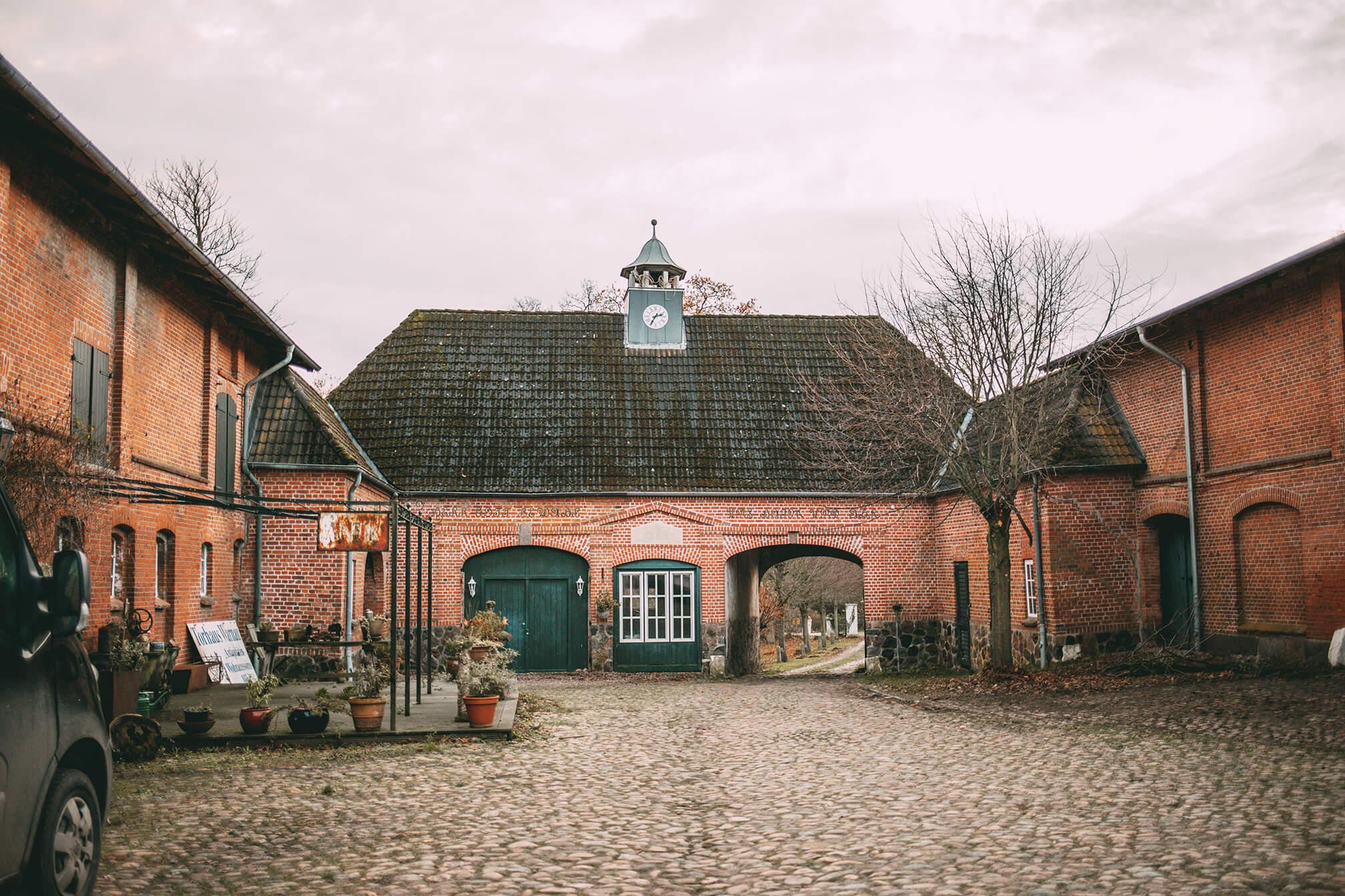 Lumikello: Torhaus Warnau
