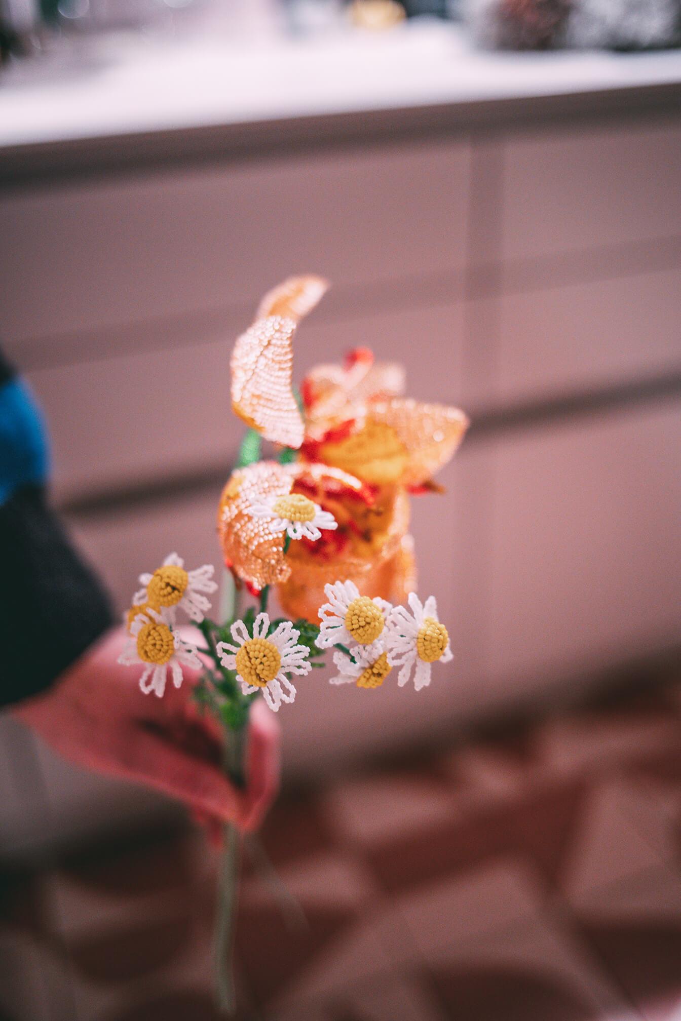 Blumen-Deko aus Perlen
