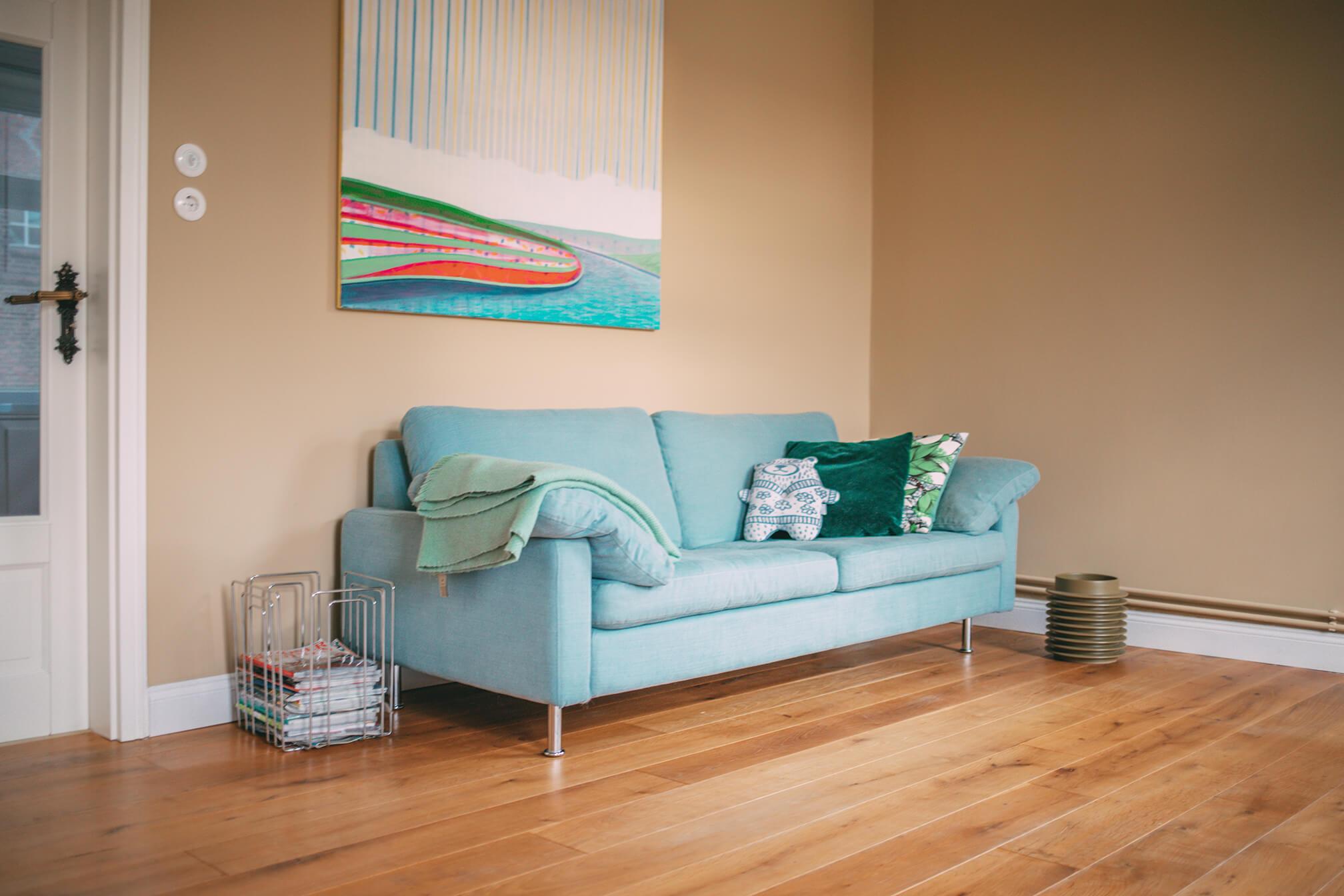 Lumikello: blaues Sofa