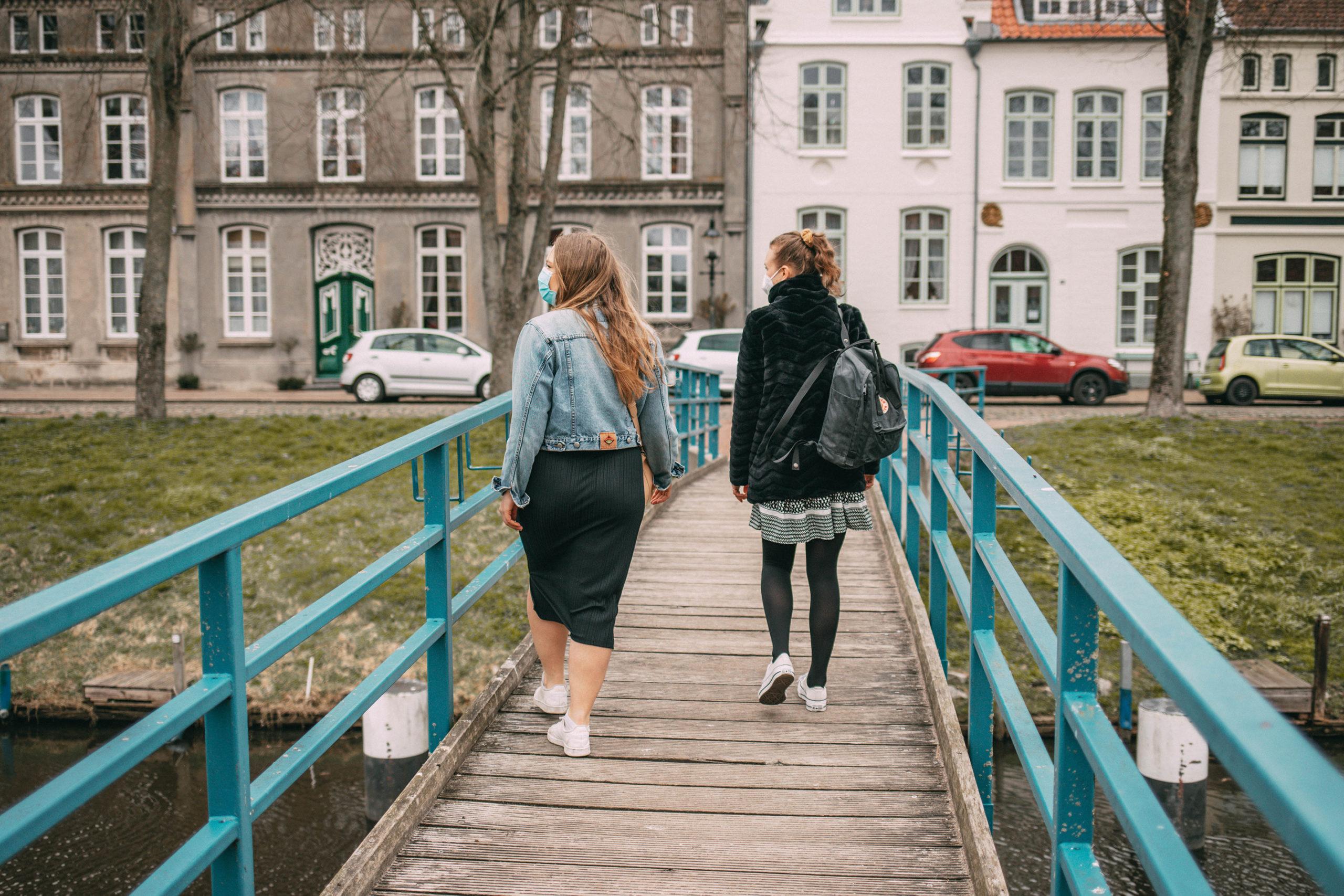 Sina & Meike auf der Brücke