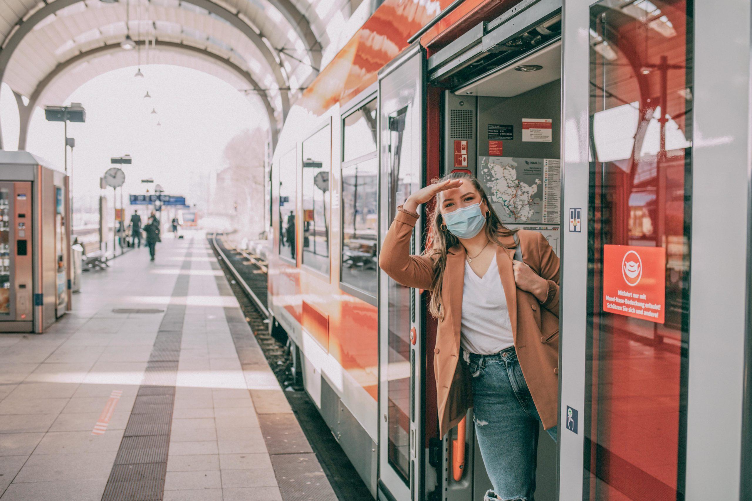 Sina schau aus der Bahn