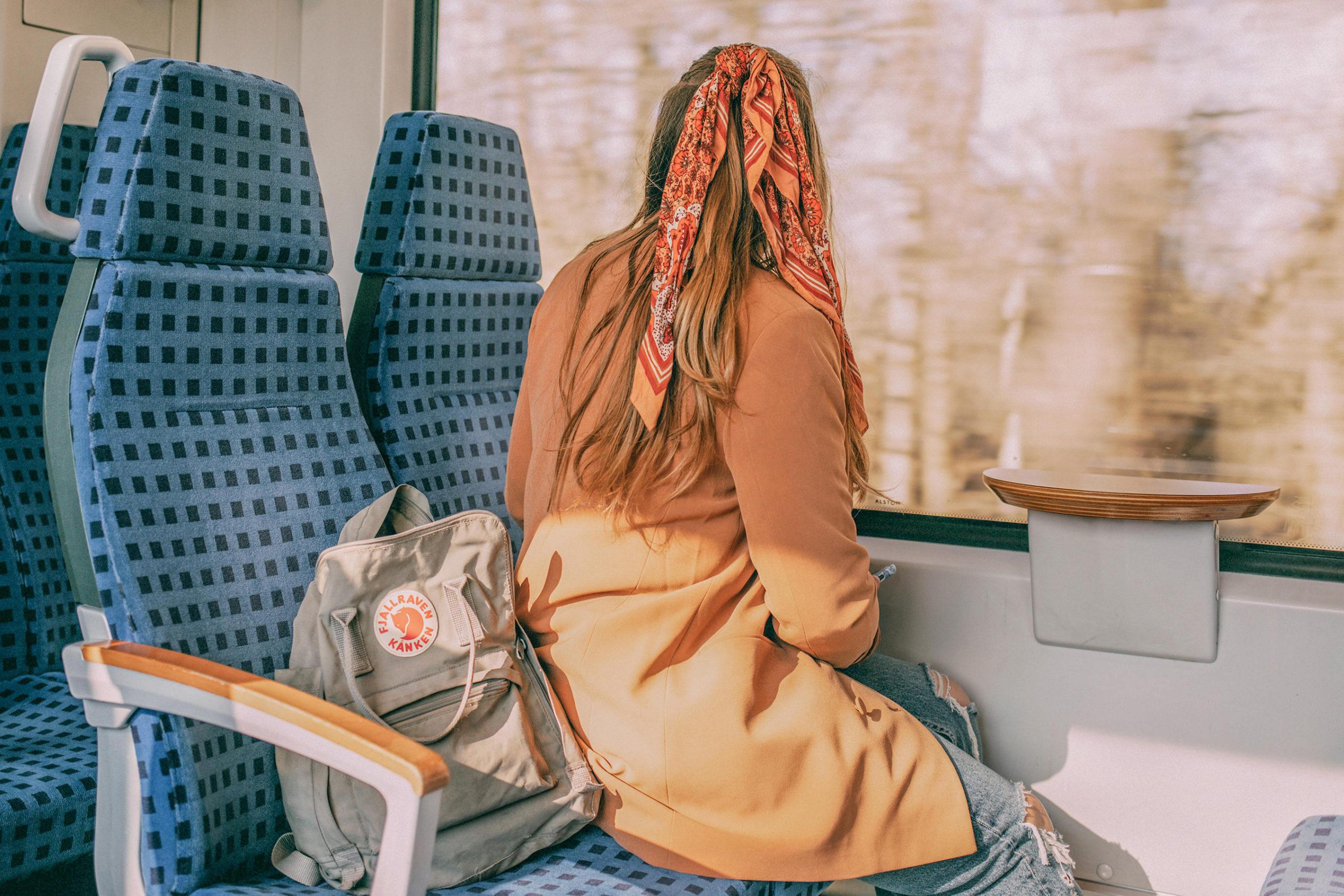 Sina in der Bahn