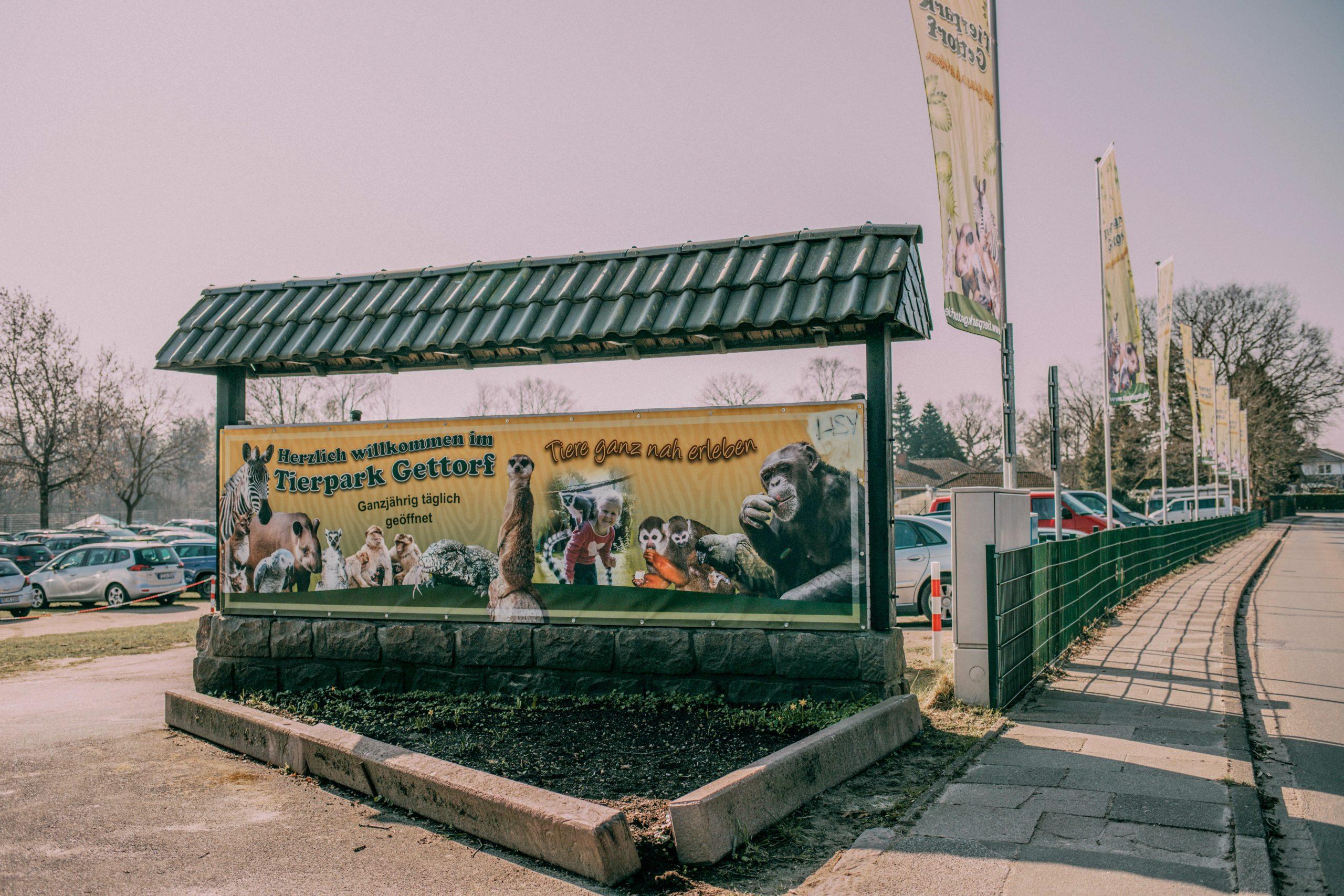 Plakat am Eingang zum Tierpark