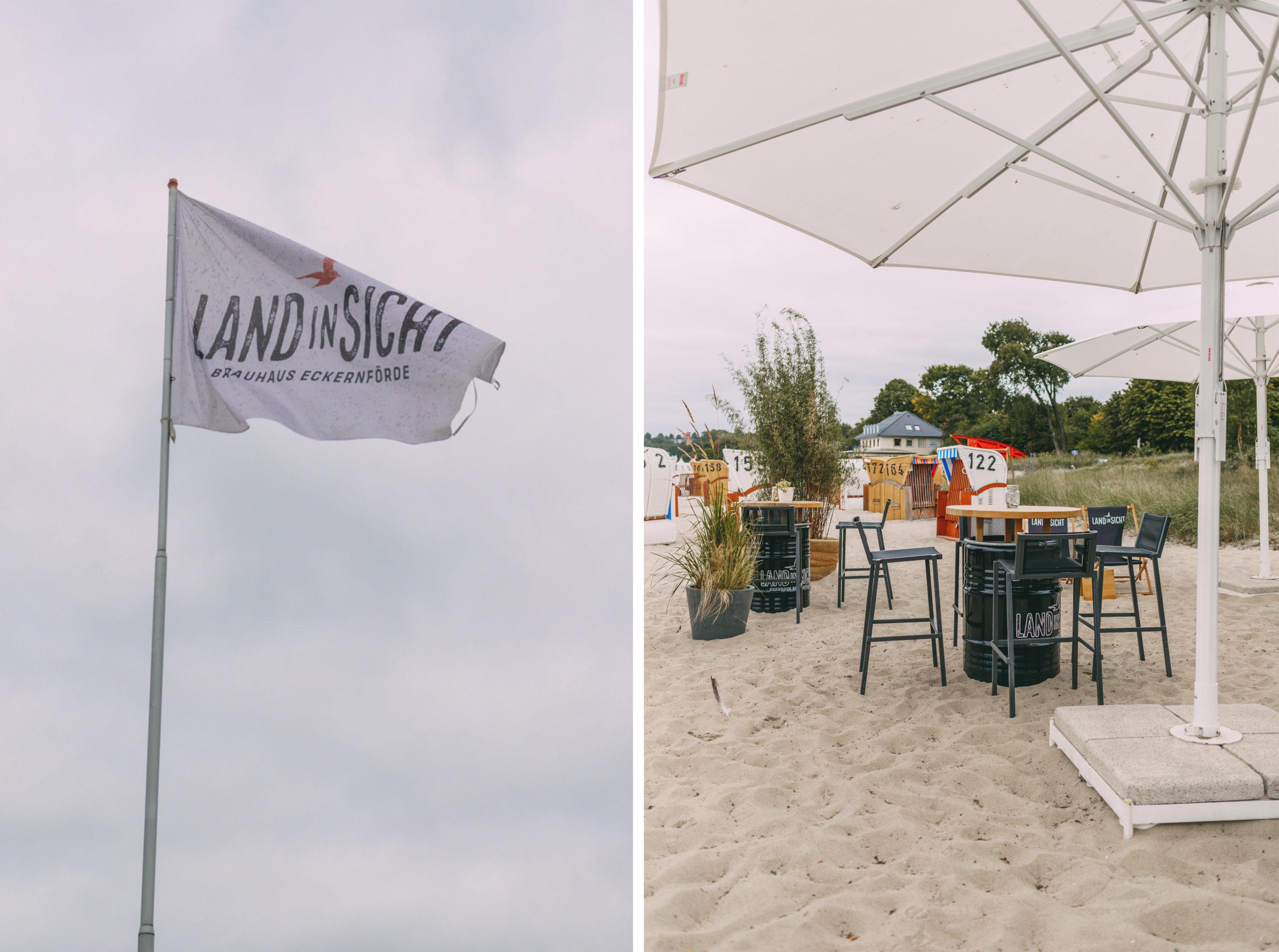 Flagge und Strandbar von Land in Sicht