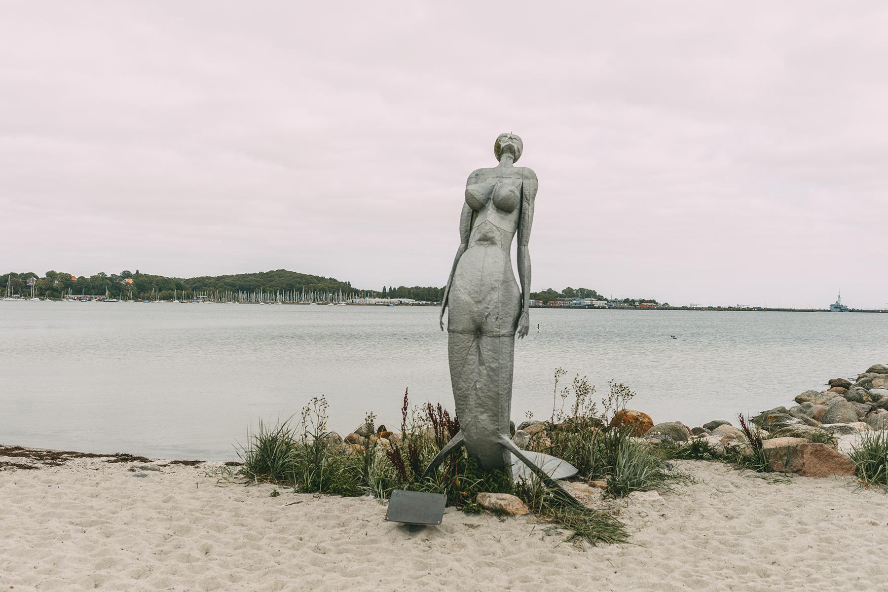 Nixe am Strand von Eckernförde